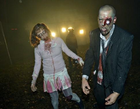 Les zombies ont attendu la tombée de la nuit pour sortir de leur cachette. (Le Soleil, Jean-Marie Villeneuve)
