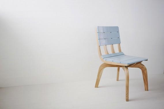 Dessinée par la Montréalaise Élaine Fortin, cofondatrice de la marque Bipède, cette chaise Punt Chair s'inspire des «punts», petites embarcations traditionnelles en bois. (Photo fournie par Fogo Island Inn)