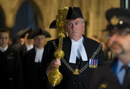 Le sergent d'armesKevin Vickers a été accueilli en héros jeudi dans l'enceinte du Parlement. ()