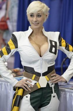 La professionnelle du <i>cosplay</i>, Marie-Claude Bourbonnais participait aussi à l'évènement. Elle incarnait un personnage éponyme, Marie-Claude du jeu <i>Relic Knights</i>. (Le Soleil, Pascal Ratthé)