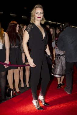 Andréanne A. Malette a choisi un jumpsuit noir décolleté et des escarpins assortis. (La Presse, Olivier Jean)