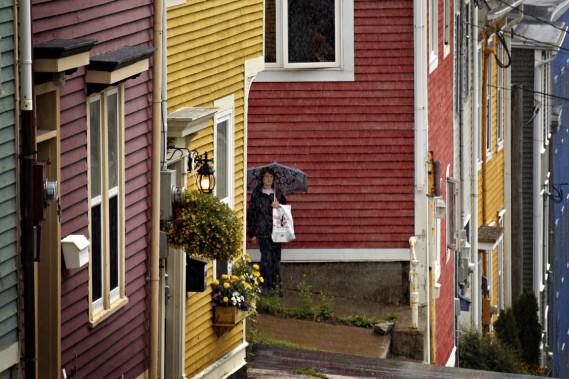 La pluie est assez fréquente à Saint John's, mais cela n'empêche pas d'y retrouver le charme des Maritimes. (Photo Bernard Brault, La Presse)