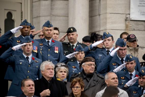 Plusieurs militaires étaient présents pour rendre hommage à l'adjudant. (Photo David Boily, La Presse)