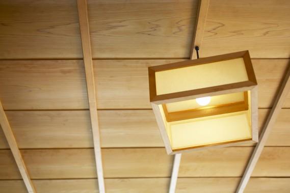 Pensez aux luminaires, ils sont essentiels dans ce type de décoration. (Photo Thinstock)