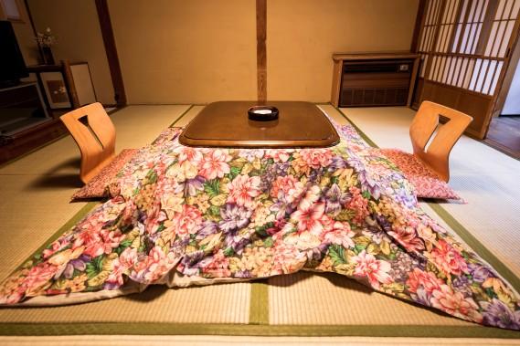 Les motifs fleuris peuvent aussi s'inviter dans une pièce nippone. (Photo Thinstock)