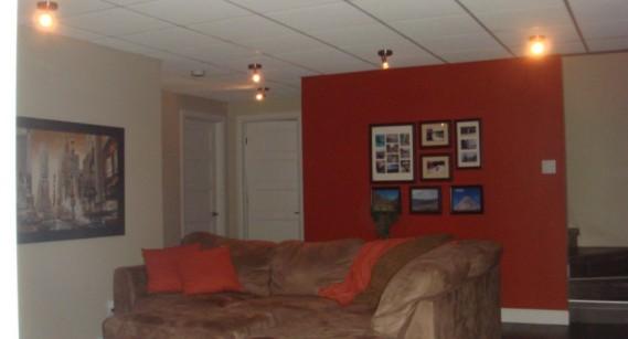 Toutes les pièces de la maison sont équipées de céramique chauffante à l'exception de la chambre principale et du salon au rez-de-chaussée. ()