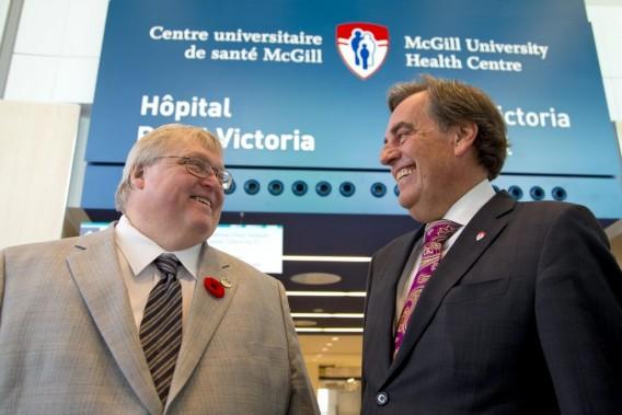 Visite du complexe hospitalier du site Glen du Centre universitaire de sante McGill (CUSM) et livraison officielle du complexe, en compagnie de Gaétan Barrette (Ministre de la Santé et des Services sociaux) et Normand Rinfret (directeur général et chef de la direction du CUSM). (PHOTO ALAIN ROBERGE, LA PRESSE)