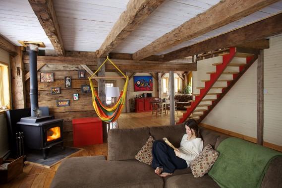 Cette maison neuve a été construite avec un plancher et des poutres de grange, des matériaux qui ont 175ans. (fournie par Espace-Bois)