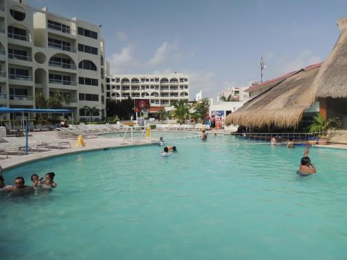 La piscine du Aquamarina Beach est plus séduisante que la plage. (PHOTO STÉPHANIE BÉRUBÉ, LA PRESSE)