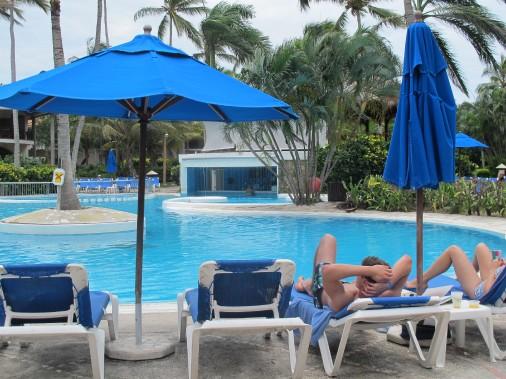 Lapiscine duPuj Natura Park Eco Resort and Spa permet aux gens de se divertir ou de se détendre. (PHOTO NATHAËLLE MORISSETTE, LA PRESSE)