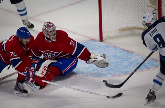 Evander Kane a dirigé son tir au dessus du filet du Canadien lors d'un avantage numérique en fin de 3e période. (André Pichette, La Presse)