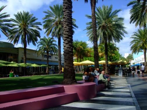 Lincoln Road offre une ambiance agréable et décontractée idéale pour faire des emplettes ou manger. (PHOTO ANDRÉE LEBEL)