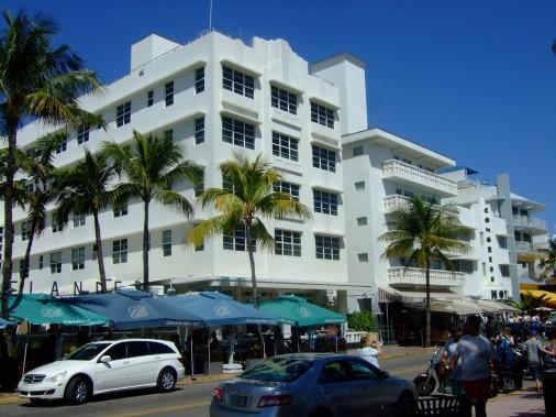 De nombreux touristes sont attirés par les constructions<br /> Art déco de South Beach. (PHOTO ANDRÉE LEBEL)