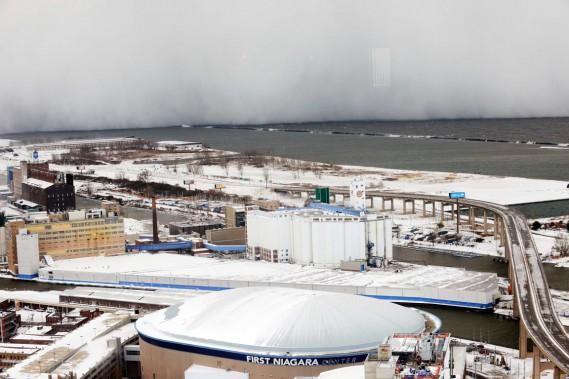 Un véritable «mur de neige» s'est abattu sur Buffalo, le 18 novembre. (PHOTO GARY WIEPERT, REUTERS)