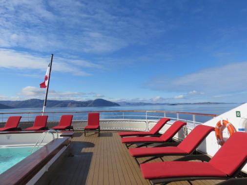La vie à bord du bateau est très calme. Les croisières-expéditions attirent surtout des couples de retraités qui ont déjà sillonné les principales mers du monde. (PHOTO ANDRÉE LEBEL, LA PRESSE)