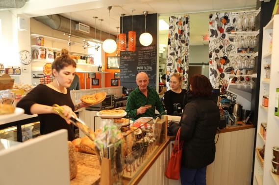 Crime et gourmandise offre des sandwichs, du café et des desserts maison. (PHOTO MARTIN CHAMBERLAND, LA PRESSE)
