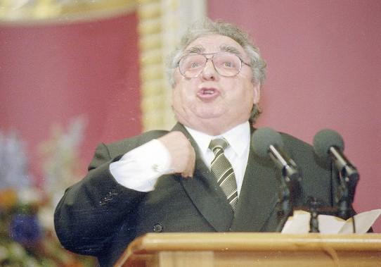 Paul Buissonneau a reporté le prix denise-Pelletier pour sa participation au développement du théâtre québécois, en 2001. (Photothèque Le Soleil)