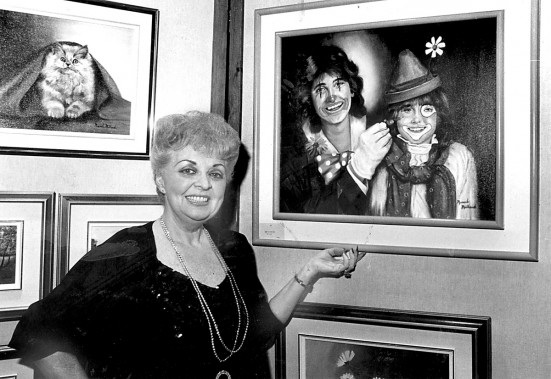 Muriel Millard montre ses toiles en janvier 1984. (Photo: archives La Presse)