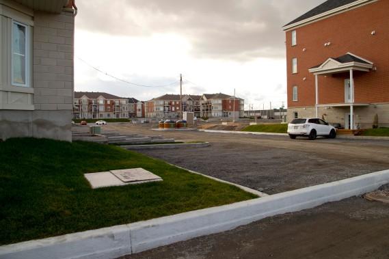 À Mascouche, comme dans la grande majorité des villes de banlieue, il est pratiquement impossible de se passer d'une voiture. (Photo Alain Roberge, La Presse)