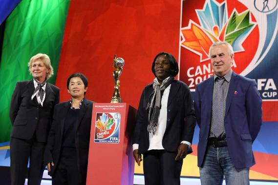 Les entraîneurs des équipes formant le groupe B (celui qui jouera à Ottawa): Silvia Neid (Allemagne), Nuengrutai Srathongvian (Thaïlande), Toure Clementine (Côte d'Ivoire) et Even Pellerud (Norvège). (Patrick Woodbury, LeDroit)