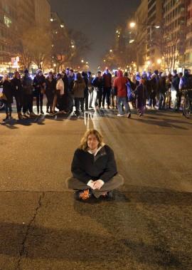 Manifestation à Washington D.C. le 5 décembre, trois jours après la décision du jury de na pas inculper le policier qui a étouffé Éric Garner, à New York. (Agence France-Presse)