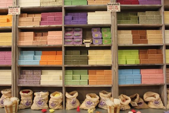 Quoi rapporter d'Aix? Du savon de Marseille, bien sûr. Ou de la tapenade, ou de l'huile d'olive. Les choix ne manquant pas. (PHOTO VÉRONIQUE BEAUDET, COLLABORATION SPÉCIALE)
