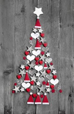 Arbre de Noël composé de décorations pour un décor de style shabby chic. (123 RF)