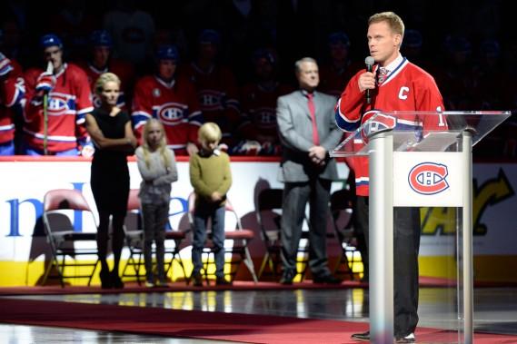 Très émotif, Saku Koivu a profité de l'hommage que le Canadien lui a rendu afin de remercier les amateurs de hockey de Montréal pour tout le soutien qu'ils lui ont accordé. (Bernard Brault, La Presse)