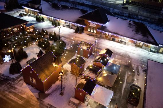 Le Marché de Noël de Sherbrooke, vu des hauteurs de la grande roue. (Photo François Roy, La Presse)