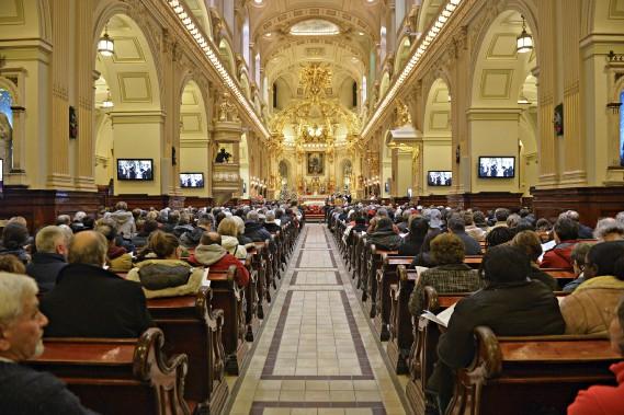 Le 350e anniversaire de la paroisse Notre-Dame de Québec s'est terminé dans une basilique-cathédrale bondée, dimanche soir.Le 350e anniversaire de la paroisse Notre-Dame de Québec s'est terminé dans une basilique-cathédrale bondée, dimanche soir. (Le Soleil, Pascal Ratthé)