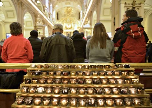 Le 350e anniversaire de la paroisse Notre-Dame de Québec s'est terminé dans une basilique-cathédrale bondée, dimanche soir. (Le Soleil, Pascal Ratthé)