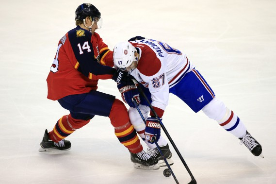 Pacioretty essaye de forcer le passage. (Photo USA Today Sports)
