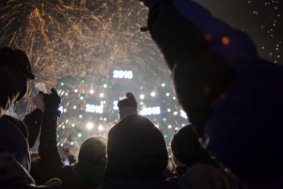 Les feux d'artifices ont éclaté après les douze coups de minuit. (Photo Le Soleil Caroline Grégoire)