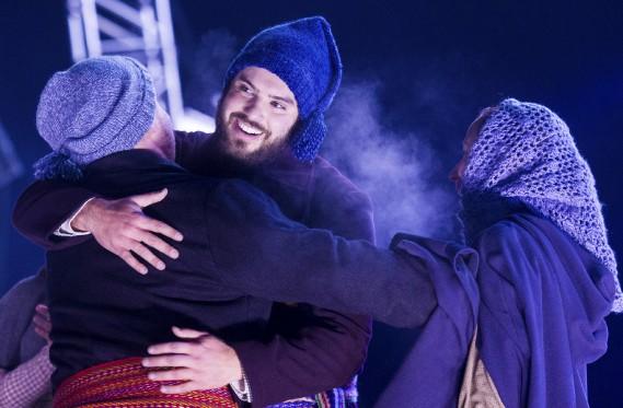 Rigodons, chansons à répondre et set carré se sont succédés sur la scène. (Photo Le Soleil Caroline Grégoire)