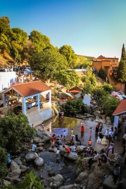 La source Ras el Ma,où la foule se réfugie pour fuir la chaleur. (PHOTO FOURNIE PAR JESSICA THÉROUX)