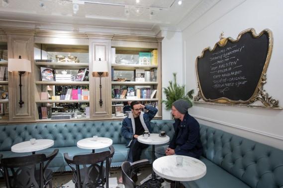 Anthony Benda souligne que le café a bénéficié «du soutien de Club Monaco pour le décor et la présentation», tout en gardant carte blanche pour toute la partie café. (Photo Edouard Plante-Fréchette, La Presse)