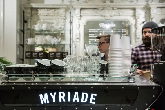 Les habitués reconnaîtront la superbe et rutilante cafetière espresso Spirit, le même modèle que dans les deux autres cafés, que Kees Van der Westen a fabriquée spécialement pour ce nouveau Myriade. (Photo Edouard Plante-Fréchette, La Presse)