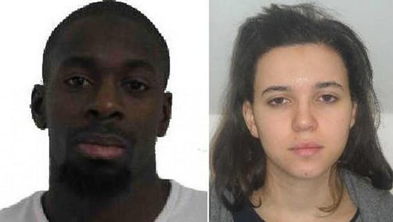 La police a diffusé la photo de deux suspects recherchés en lien avec la fusillade de Montrouge. Il s'agit d'Amedy Coulibaly, un homme de 32 ans, et d'Hayat Boumeddiene, une jeune femme de 26 ans. La police a confirmé que Coulibaly est le preneur d'otages de l'épicerie casher. ()