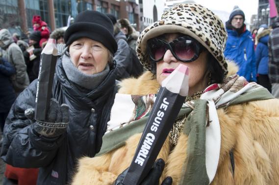 La marche silencieuse s'est déroulée de la Place des Arts jusqu'au consulat de France. (Photo Robert Skinner, La Presse)
