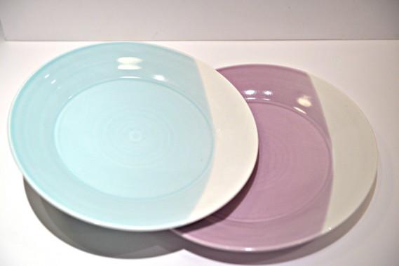 Ensemble de quatre assiettes, couleurs variées, 53 $ chez Pot en Ciel (27, rue Petit-Champlain, Québec; 418 692-1743) (Le Soleil, Pascal Ratthé)