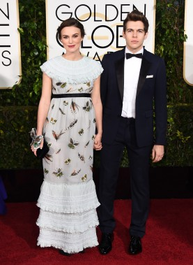 Keira Knightley en Chanel et James Righton (Photo Jordan Strauss, AP)
