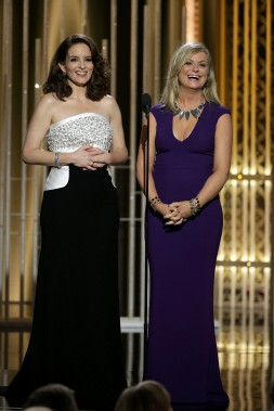 Les animatrices de la soirée, Tina Fey et Amy Poelher. (Photo PAUL DRINKWATER, Reuters)