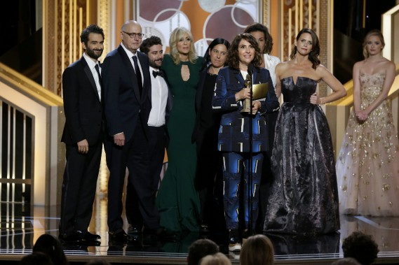 La productrice et auteure de <em>Transparent</em>, Jill Soloway, reçoit le prix de la meilleure série comique.<em><em><em><em> </em></em></em></em> (Photo PAUL DRINKWATER, Reuters)
