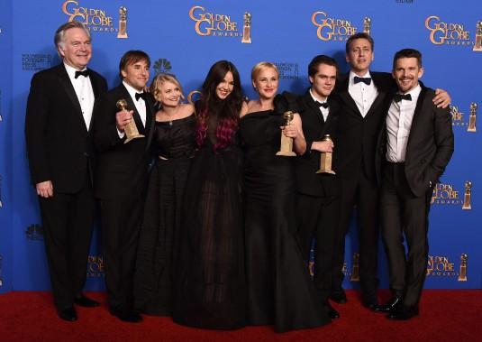 Les producteurs, acteurs et réalisateur de <em>Boyhood</em> célèbrent leur prix après le gala. (AP)
