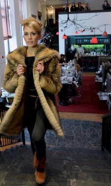 Le manteau de fourrure se fait tout-aller chez Inukt. (Le Soleil, Erick Labbé)