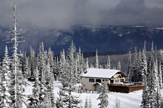 Le chalet de bois de mi-montagne. (Photo Bernard Brault, La Presse)
