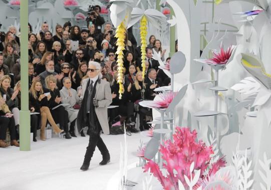Son inspiration, Karl Lagerfeld ne peut pas l'expliquer: «j'ai eu une sorte de flash», dit-il simplement. (Photo Jacques Brinon, AP)