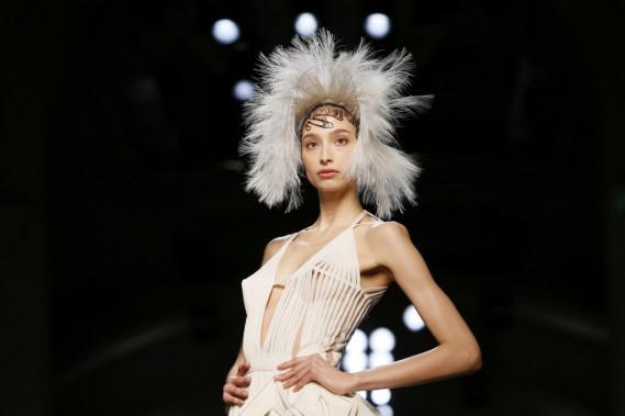L'arrêt du prêt-à-porter, explique Jean Paul Gaultier, lui a permis d'encore «plus perfectionner la technique et tout le travail d'atelier, qui était incroyable». (PHOTO GONZALO FUENTES, REUTERS)