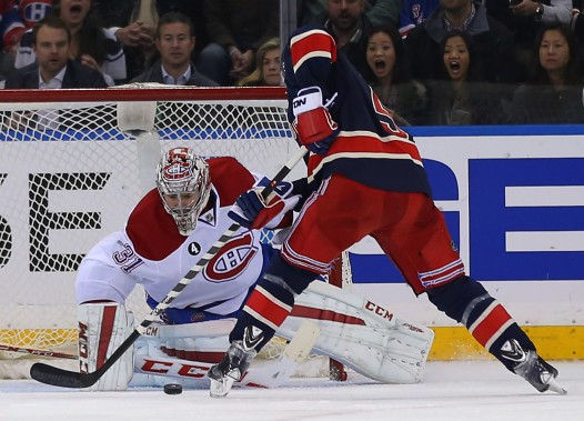 Carey Price ferme la porte devant un tir du défenseur Dan Girardi. (Photo Adam Hunger, USA Today)