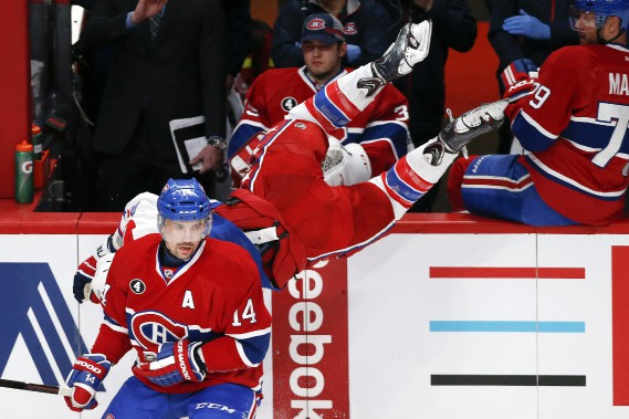 Tomas Plekanec plaque solidement Joel Ward. (PHOTO ROBERT SKINNER, LA PRESSE)